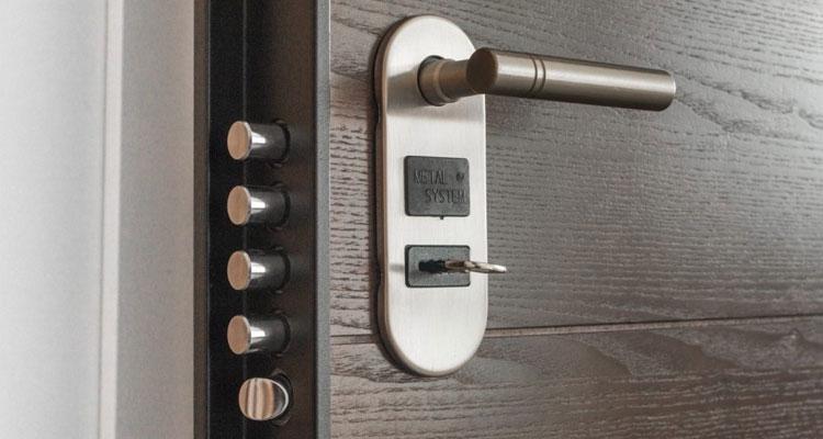 امکان باز کردن قفل درب ضد سرقت